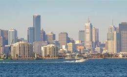 The Australian city of Melbourne has seen its hottest night since 1902, as temperatures hit 34 degrees Celsius