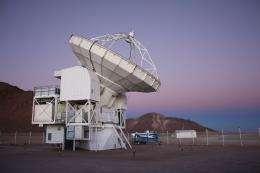 Peering into the interior of a dark interstellar cloud with the APEX telescope