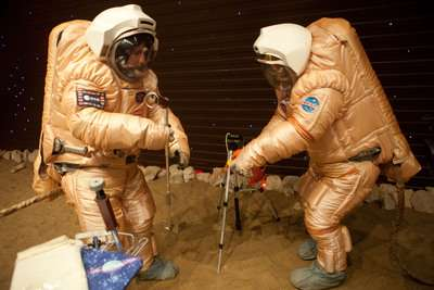 Volunteers begin virtual Mars 'space walk' (Images)