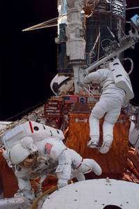 Report: Astronauts, Not Robot, Should Fix Hubble Space Telescope