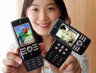SAMSUNG Unveils its New Satellite DMB phone