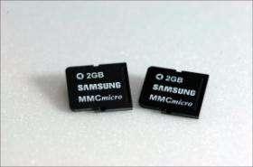 Samsung makes first 2GB phone memory card