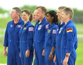 Space shuttle crew arrives in Florida for dress rehearsals