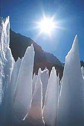 Miniature lab ice spikes may hold clues to warming impacts on glaciers