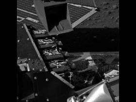 NASA's Phoenix Lander Delivers Soil-Chemistry Sample