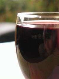 The tummy's taste for red wine with red meat