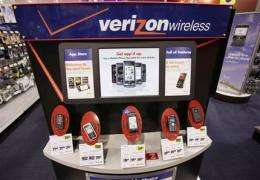Verizon 2Q profit falls, tops view, plans job cuts (AP)