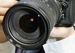 A digital single-lens-reflex (SLR) camera
