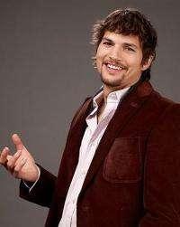 Ashton Kutcher has defied CNN to a Twitter duel