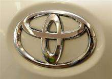 Toyota Motor, the world's top automaker, plans to roll out a fuel-cell car by 2015