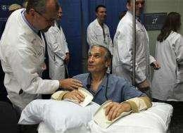Boston hospital performs double hand transplant (AP)