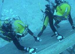 Astronomer Squyres becomes NASA aquanaut