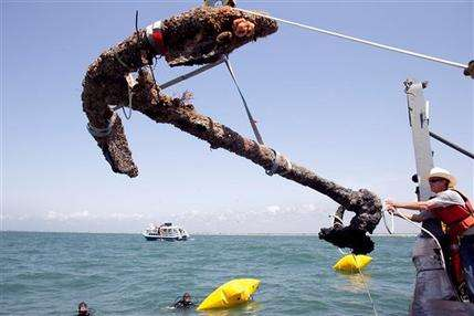 Blackbeard's anchor recovered off NC coast (AP)