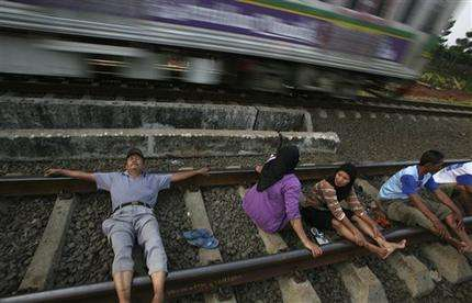 Desperate, sick Indonesians use railroad 'therapy' (AP)
