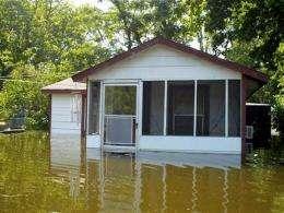 Flooded river taking aim at Mississippi Delta (AP)