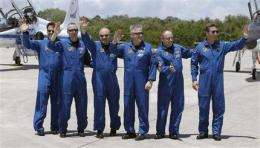 NASA braces for Giffords, Obama, huge launch crowd (AP)