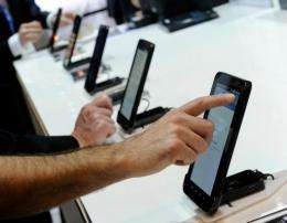 Samsung is trying to diversify the operating systems of its smartphones and tablet PCs, analysts note
