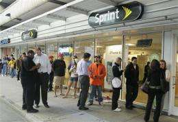 Sprint customers line up as it gets 1st iPhone (AP)