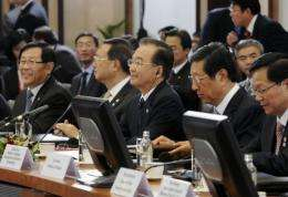 China's Prime Minister Wen Jiabao (C) sits with China's Minister of Commerce Chen Deming (2ndR) and Zhou Xiaochuan (R)