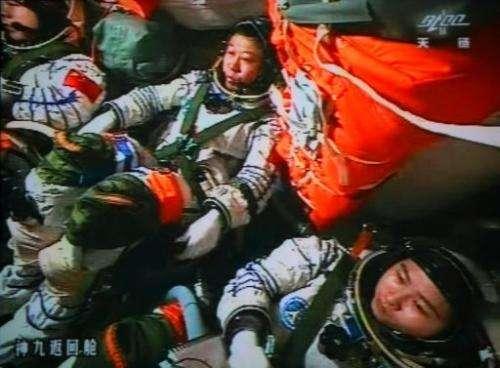Chinese astronauts Liu Wang (centre), Jing Haipeng (left) and Liu Yang in the Shenzhou-9 spacecraft