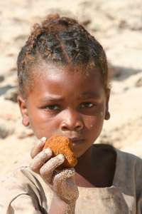 Study documents the eating of soil, raw starch in Madagascar