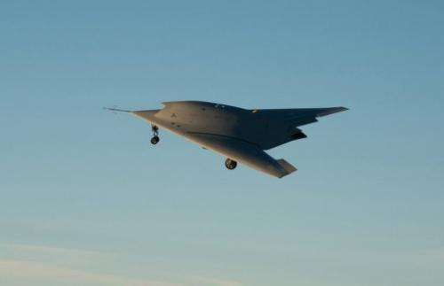 The aircraft, which has no vertical tail in order to make it as furtive as possible, flew for 25 minutes