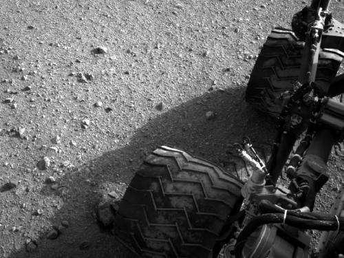 Curiosity rover begins eastbound trek on martian surface