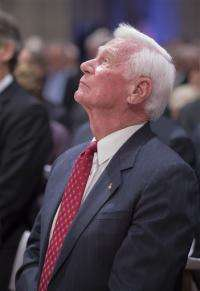 Nation says goodbye to moonwalker Neil Armstrong