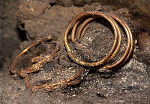 Archaeologists discover Thracian golden jewelry