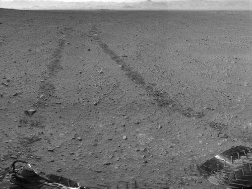 Visible from space: Curiosity tire tracks on Mars