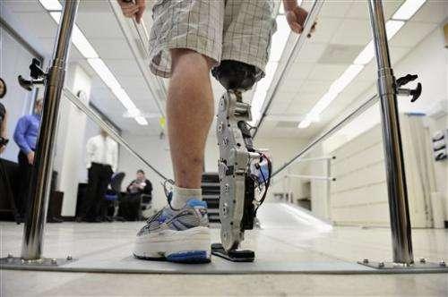 Man with bionic leg to climb Chicago skyscraper