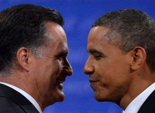 US President Barack Obama (R) and Republican presidential candidate Mitt Romney