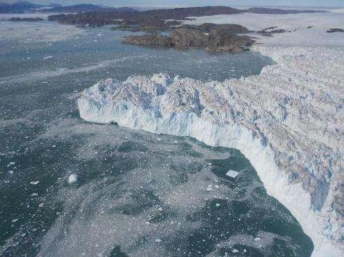 Aerial photos reveal dynamic ice sheet