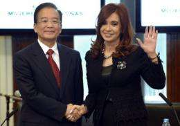 China's Prime Minister Wen Jiabao (L) and Argentine President Cristina Fernandez de Kirchner meet in June 2012