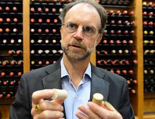 Corks and screw caps: Can wine consumers taste the variation?