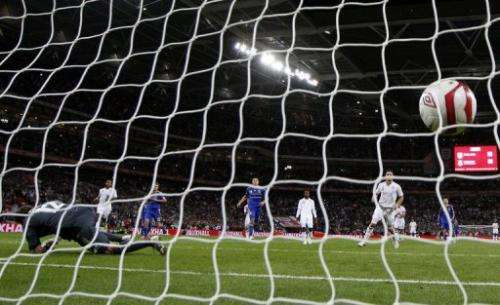 Frank Lampard (R) of England scores his goal from the penalty spot
