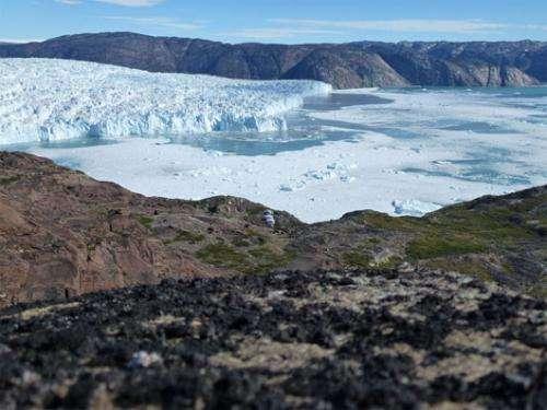 Ice scientists study the birth of aniceberg