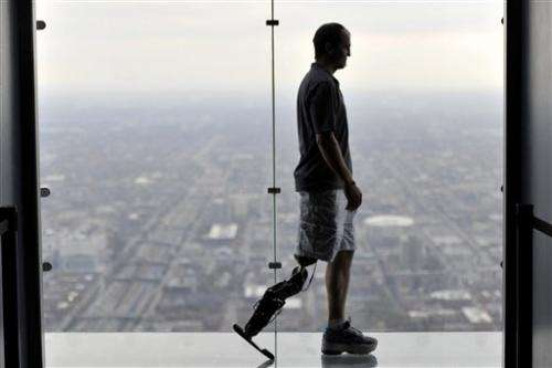 Man with bionic leg to climb Chicago skyscraper