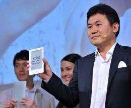 "President of Japan's top online retailer Rakuten, Hiroshi Mikitani (R), introduces the ""Kobo Touch"""