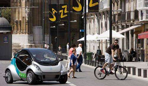 "Spanish group demos ""Hiriko"" fold-up urban EV"
