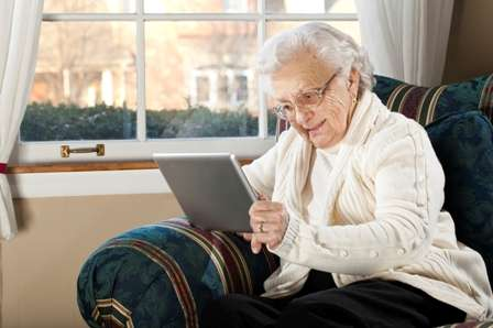 Surfing the net helps the elderly stay connected