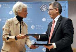 Su Wei (R) and Harriet Babbitt exchange documents on sustainable urbanization