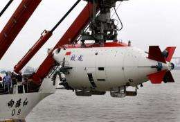 """The Chinese submersible """"Jiaolong"""" is lifted into the Huanghai sea in Jiangyin in 2011"""