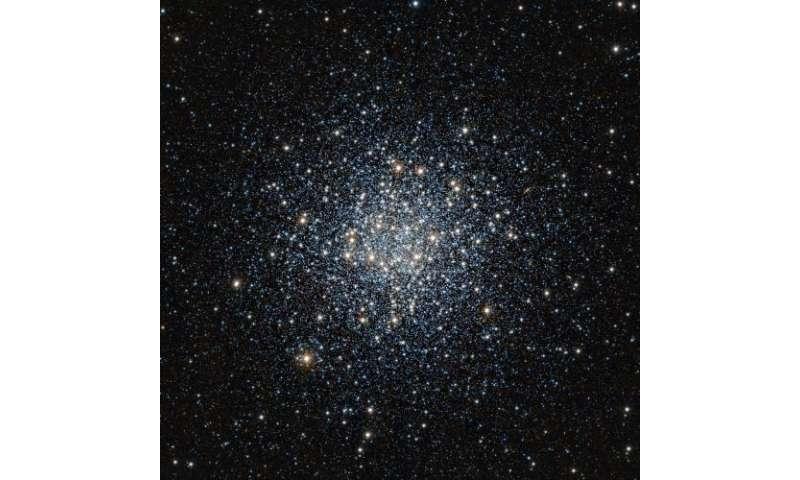 VISTA views a vast ball of stars