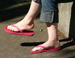 World-first study shows thongs could be better for kids' feet than other shoes