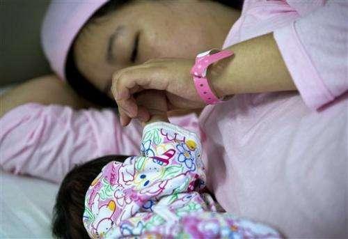 China promotes breast-feeding amid tainted milk