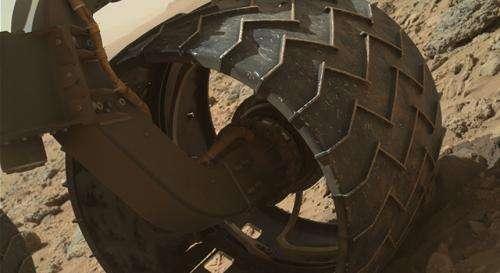Curiosity team upgrades software, checks wheel wear