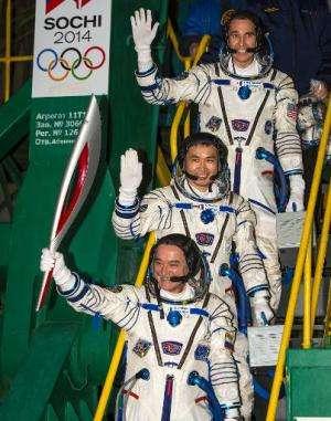 Mikhail Tyurin of Roscosmos (Bottom), Flight Engineer Koichi Wakata and Flight Engineer Rick Mastracchio of NASA prior to boardi