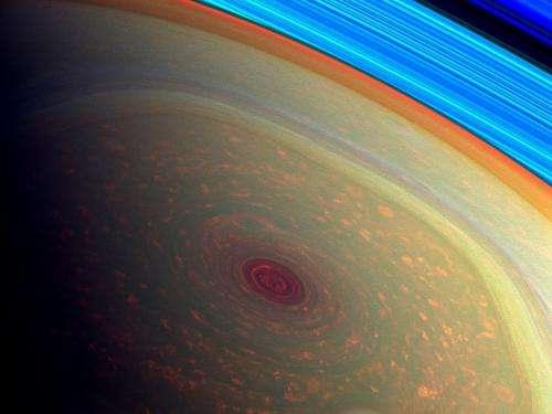 Nasa probe gets close views of large Saturn hurricane