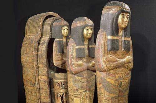 One mummy--many coffins